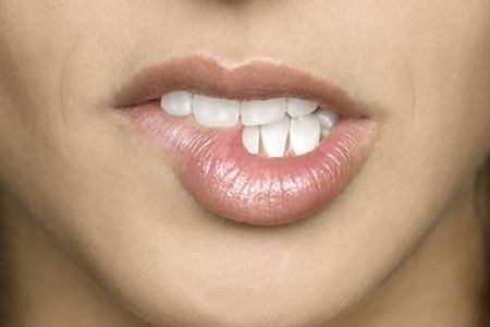 Сохнут губы: причины и решение