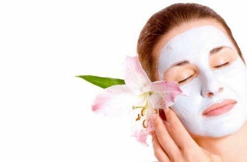 Успокаивающая маска для лица в домашних условиях.